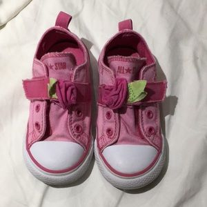 Converse 9 pink velcro closure show with rose